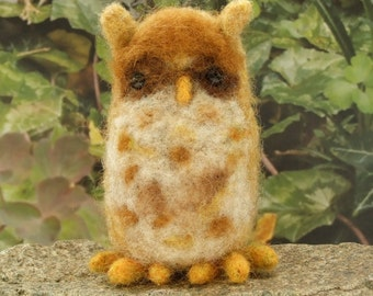 Onlsow - Needle felted miniature owl