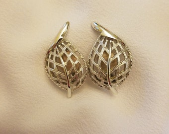 Sarah Coventry Modern Leaf Clip Earrings, Sarah Cov, Patent Pending, Silver Tone, Vintage, Signed