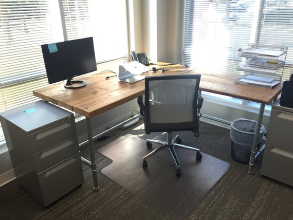 items similar to reclaimed barnwood industrial l shaped desk free local delivery on etsy. Black Bedroom Furniture Sets. Home Design Ideas