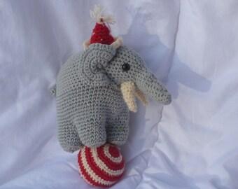 AGURUMI ELEPHANT TIGHTROPE