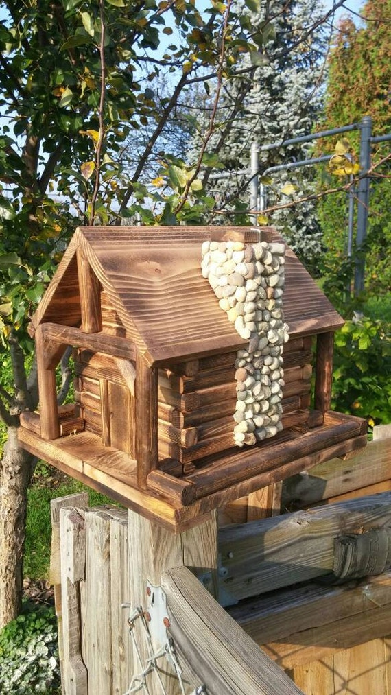 Bird feeder log cabin with stone chimney for Log cabin portici e ponti