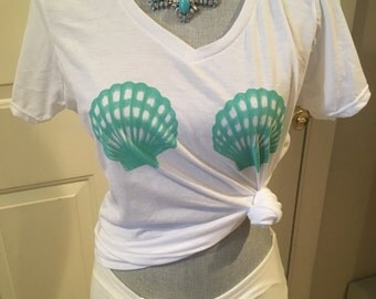 White scallop shell tee