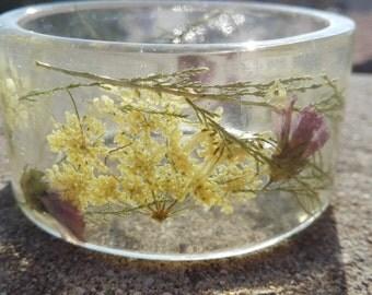 Botanical bangle. Pressed Flower Bangle. Resin Bracelet .Real Flower Bracelet. Resin Jewelry. Natural Bangle. Christmas and Mothers Day gift