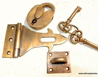 HASP & STAPLE box door cupboard Padlock solid brass 2 keys heavy lock works solid brass