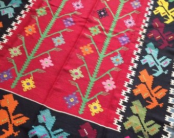 Eclectic 5x7 kilim, brighten up your room, Turkish style, playful floors