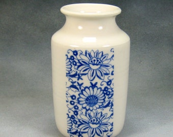 Porcelain Bud Vase Hand Thrown Ceramic Bud Vase With Blue and White design 2