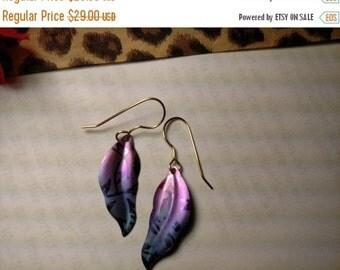 Peaceful Colors Vintage Signed Holly Yashi Long Titanium Purple Sky Blue Fade Earrings Leaf Feather