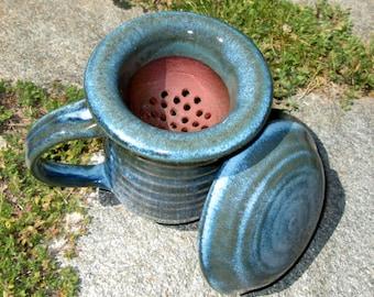 Lidded Tea Mug with Tea Strainer in Turquoise Blue