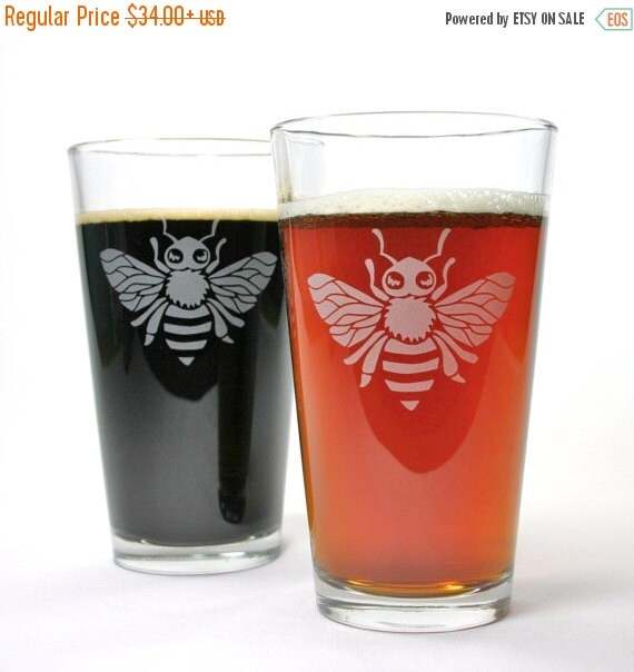 Alien Bees Black Friday Sale: 2 Bee Etched Pint Glasses