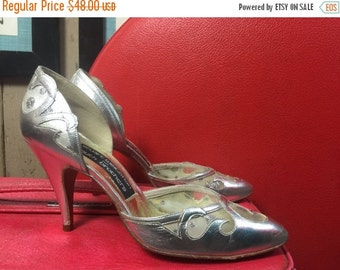 Fall sale 1950s shoes silver heels vintage shoes Stuart Weitzman heels metallic heels dorsay heels 50s heels size 5 1/2