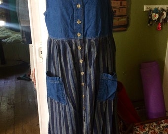 Vintage 1990's denim dress. Size M