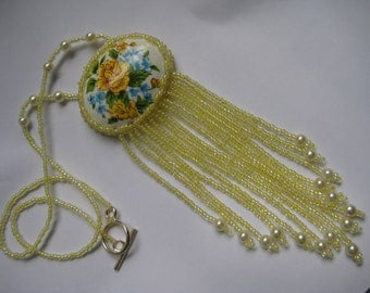 Necklace in Yellow, beadwoven and Flowers
