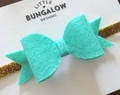 Mint and Gold Bow Headband // Mint Felt Bow // Mint Bow Hair Clip // Gold Glitter // Photo Prop // Baby Headband // Gold // Glitter // Mini