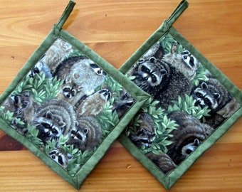 Raccoon Potholders, Raccoon Pot Holders, Raccoon Theme Kitchen, Raccoon Kitchen Decor, Fabric Potholders, Raccoon Hot Pads