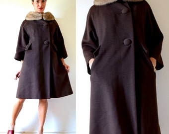 Vintage 60s MOD Chocolate Brown Wool Fur Collar Three Quarter Sleeve Coat (size xs, small)