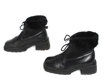 size 7 PLATFORM black leather 70s 80s FUR cuff lace up ankle boots