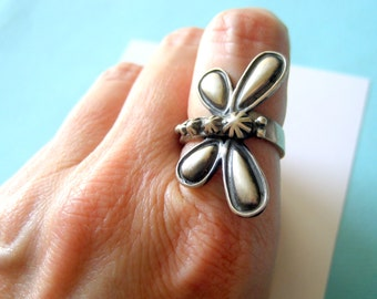 Old World Navajo Sterling Silver Repousse Dragonfly Ring