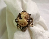 oSO GWENN Oso brown and beige brass cameo ring