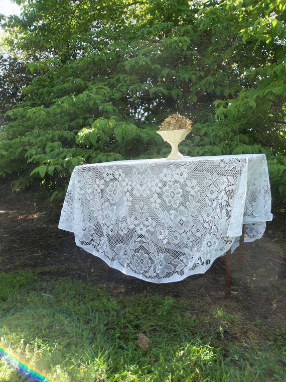 vintage lace tablecloth white lace tablecloth round by misshettie. Black Bedroom Furniture Sets. Home Design Ideas