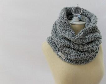 Chunky cowl / #1017 / medium gray / wool blend / handmade / knit / crochet / fall winter 2016