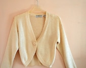 Boho vintage 80s white  cotton blend knit short jacket-cardigan with a white faux pearl embroidery. Made by  Maggie Lawrence. SizeM.