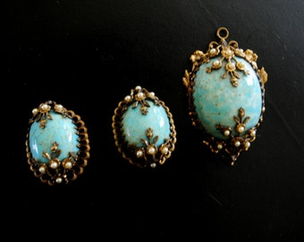 Victorian revival vintage 40s robbin eggs turquoise jewerly parure: oval shape clip on earrings and pendant with a gold   trim and  pearls .