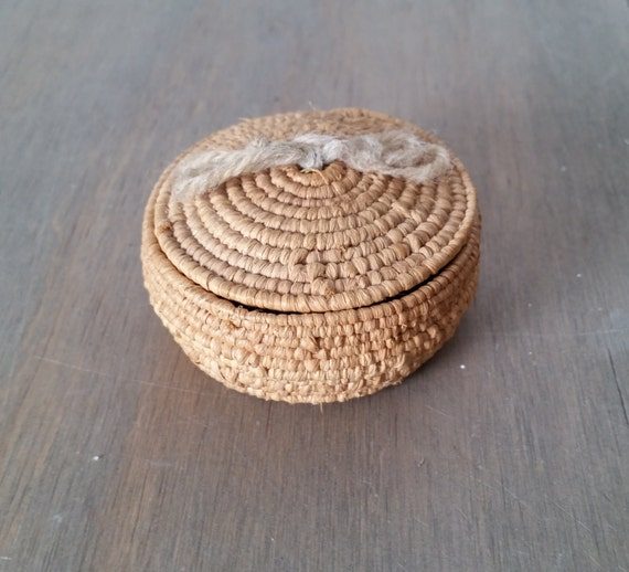 vintage small native basket tightly woven with lid miniature. Black Bedroom Furniture Sets. Home Design Ideas