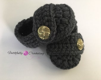 Newborn baby booties.. soft shoes.. dark gray button booties.. ready to ship.. crocheted shoes