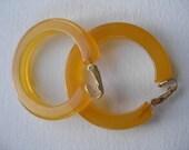 Large Thick Vintage Hoop Honey Apple Juice Butterscotch Marbled Bakelite Clip Earrings