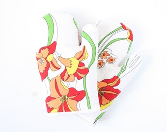 Flowery oven gloves