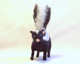 Needle Felted Animal - Skunk - Black and White - Needlefelt - Wildlife Art - Felt Animals - Felted Skunk - Felt Skunk - Gift Item