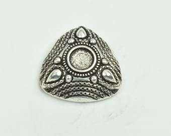 Button , flat back antique  silver finish,  sold 3 per package 09508AS