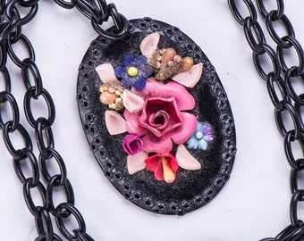 Celluloid Pendant Necklace - 30s Vintage Black with Molded Flowers