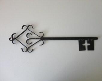 VINTAGE black wrought iron SKELETON KEY wall hanging