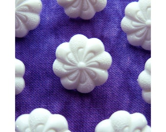 White WhirlyBird Buttons. 18mm 3/4 inch - Carved Swirling White Flower Buttons - 8 VTG NOS Shaped White Floral Plastic Shank Buttons PL168