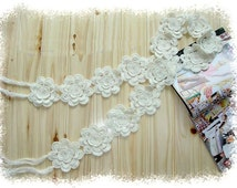 Hand-crochet white or pink amazing flowers scarf-two colours are available