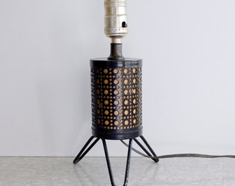 small midcentury lamp, hairpin legs lamp, atomic lamp, black, mesh, leviton, small table lamp, tripod lamp, eames era lamp, 1950s modern