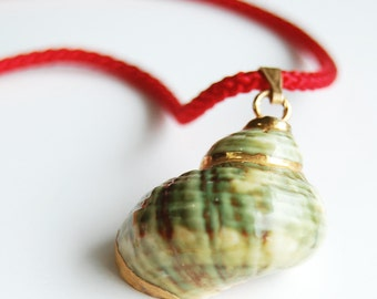 Vintage Green Shell and Red Cord, Gold Dipped Shell, Shell Pendant, Beach Comber Necklace, 1980's Shell Necklace, Ocean Lover's Necklace
