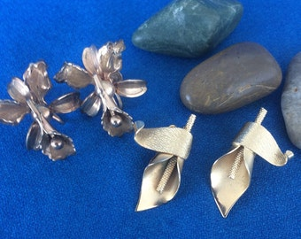 2 Wonderful Vintage Pairs of Earrings Screw Back Flowers and Clip On Leafs Mad Men 50s Retro 60s