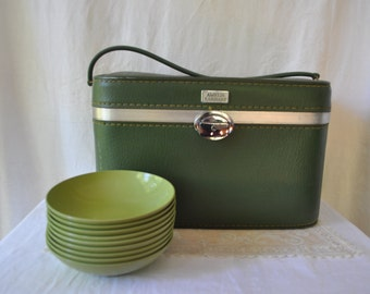 Vintage Amelia Earhart Olive Green Train Case/Tailgating Picnic Basket/With 10 Melamine Bowls