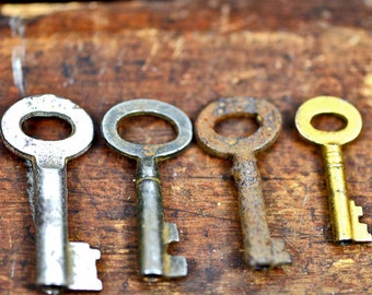 tiny vintage or antique key, found object jewelry, cool vintage, metal patina,  x-152