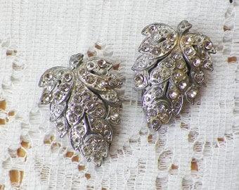 Vintage Ornate / Detailed Leaf / Leaf Shaped Shoe Clips with Clear Rhinestones, Silver Tone Metal, Bride / Bridal / Wedding, Fur Clips, Clip