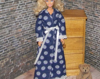 BNGRB-15) Barbie clothes, flannel bathrobe and nightgown set