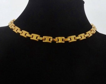 """20% off sale 1950s Vintage 15.5"""" gold tone necklace  in great condition"""