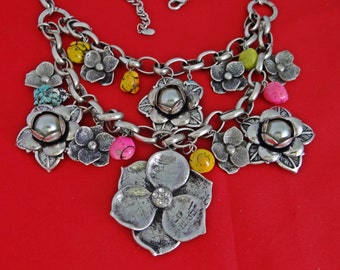 Wonderful chunky silver necklace and pierced earring set with in great condition