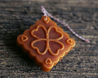 Geranium & Cinnamon leaf Aroma Ornament. Naturally scented essential oil diffuser. For car, office or kid's room.