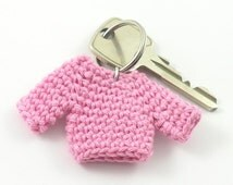Pink sweater keychain, amigurumi sweater keychain, crochet sweater keyring, sweater bag charm, mini sweater, miniature sweater