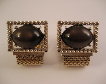 1960s Swank brown faux tiger's eye Lucite gold tone wraparound cuff links. Faux tiger's eye. Mesh