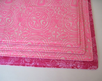 SALE Pink Medallion Placemats Set of 4-6 Reversible Bright Pink Floral Placemats Pink and White Placemats Pink Tropical Placemats Pink Ikat