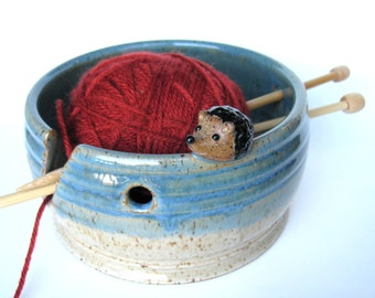 Alfred, the hedgehog yarn keeper / bowl in speckled white and blue, IN STOCK